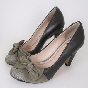Anthro Plenty By Tracy Reese 37 Bow Heel Pumps EUC